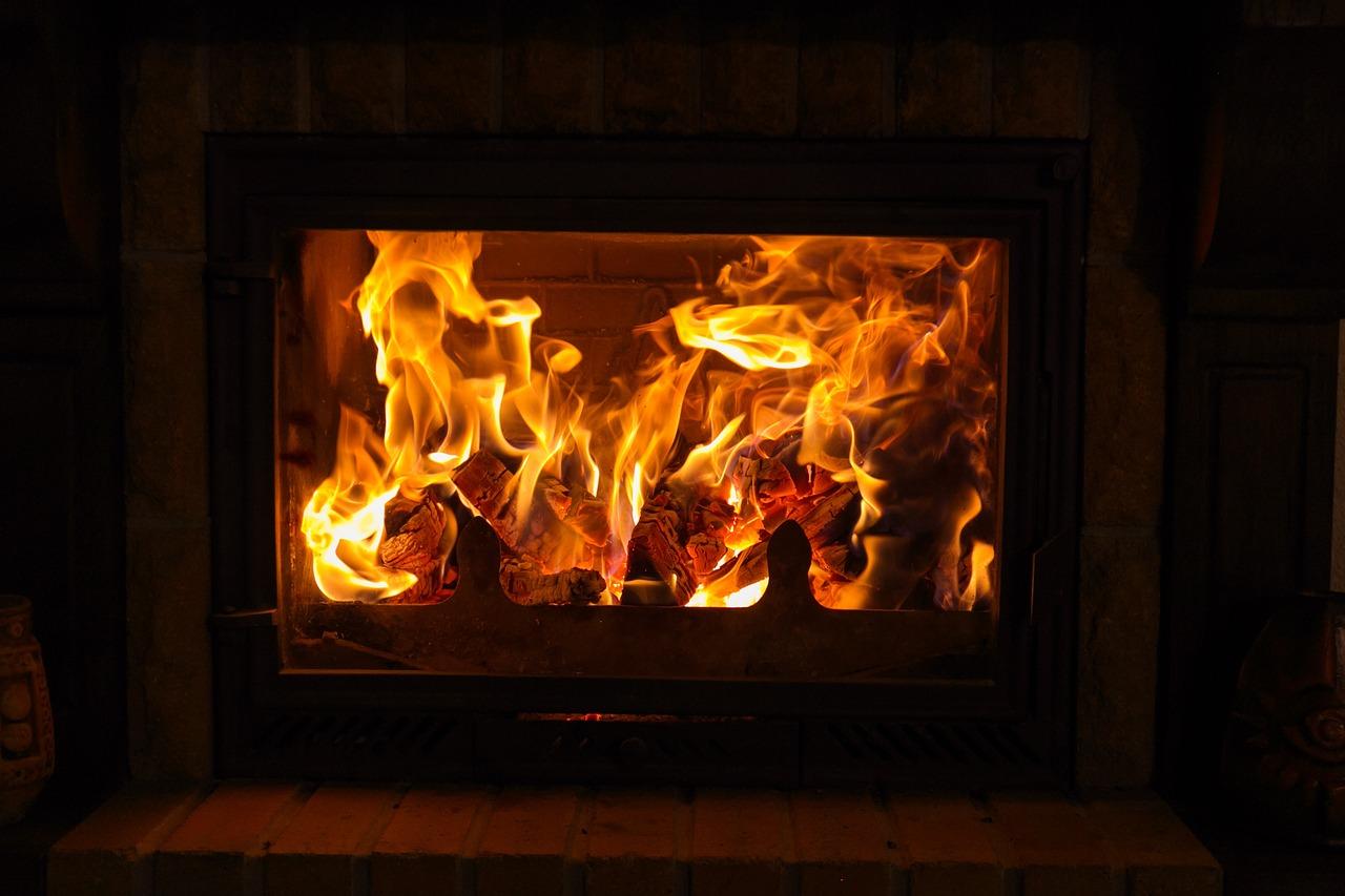 Les différences entre un poêle, une cheminée et un insert